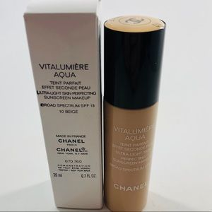 Chanel Vitalumiere Aqua Foundation 10 Beige